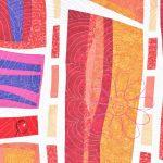 Détail du tableau d'art textile Passages. Fleur brodée avec piquage en écho sur fond d'art abstrait. Couleurs: jaune, orange, pèche, rose, violet, blanc.