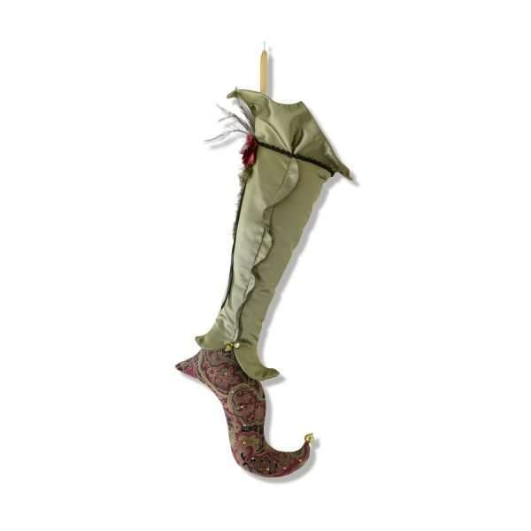 Bas d'elfe Eldarion, grande jambe de satin vert avec pied en jacquard rouge, or et vert.